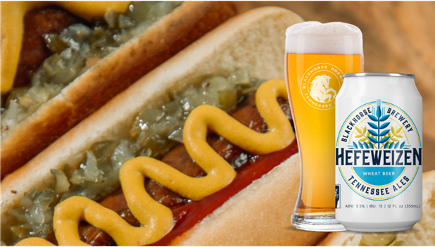 Image of a beer and food pairing: hefeweizen with a hotdog